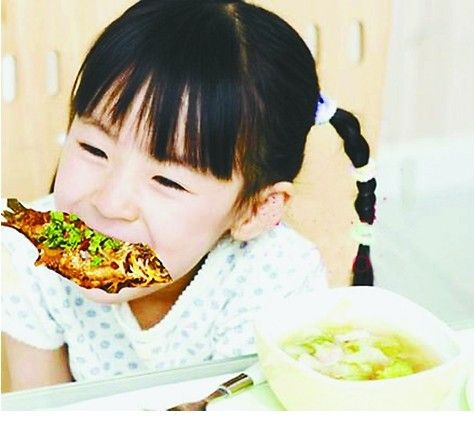 【小孩发烧怎么办】小孩易鱼刺卡喉应急宜抠喉