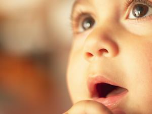 [5岁女宝宝标准身高体重]5岁女童受惊吓变斜视 3种预防斜视方法家长须知