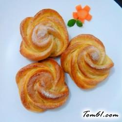 自制香甜玫瑰花面包的做法