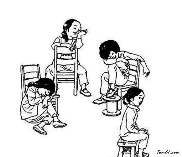 小朋友玩游戏的简笔画
