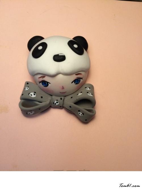 的彩泥橡皮泥制作教程图解熊猫娃娃胸针