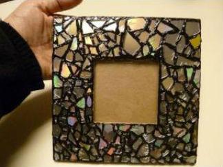 旧光盘改造相框的废物利用的创意制作图解
