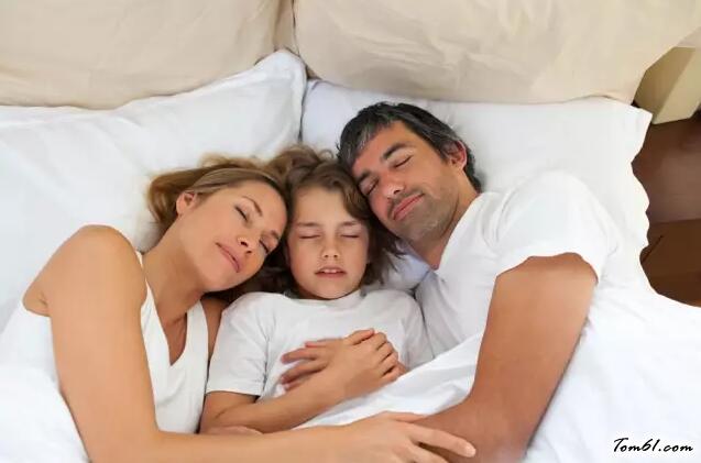 孩子跟谁睡,竟影响一生的性格!妈妈一定要看