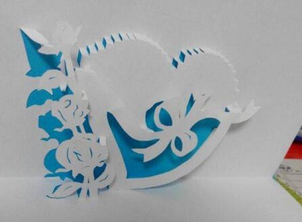 立体剪纸贺卡的方法 纸雕贺卡的具体步骤图片1