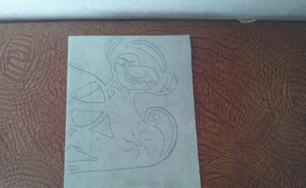 窗花剪纸步骤图解-调皮的小猴图片2
