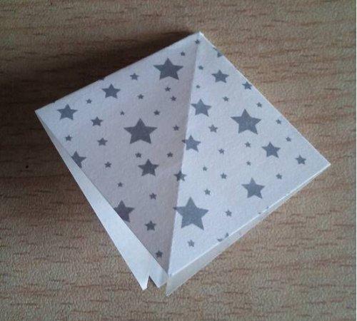 折纸百合花步骤图解-简约美丽百合花 图片2