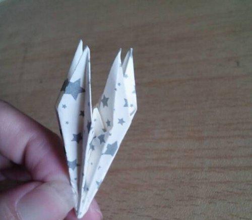 折纸百合花步骤图解-简约美丽百合花 图片10