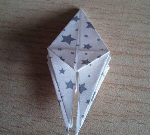 折纸百合花步骤图解-简约美丽百合花 图片9