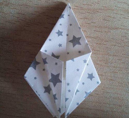 折纸百合花步骤图解-简约美丽百合花 图片8