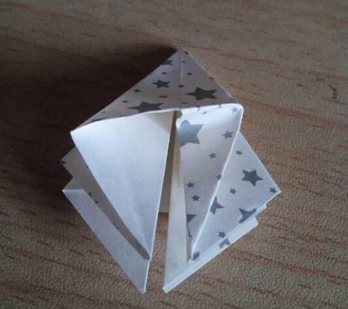 折纸百合花步骤图解-简约美丽百合花 图片6
