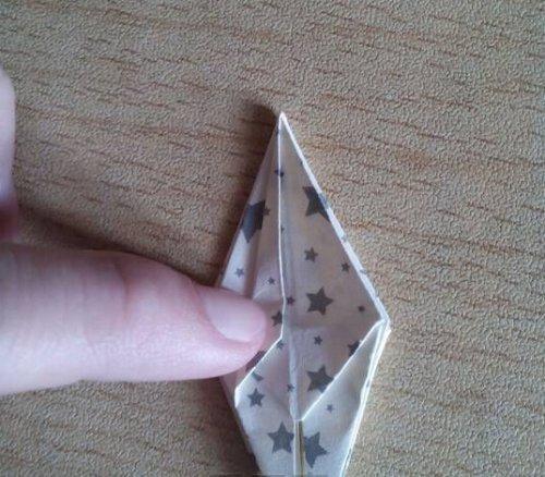 折纸百合花步骤图解-简约美丽百合花 图片11