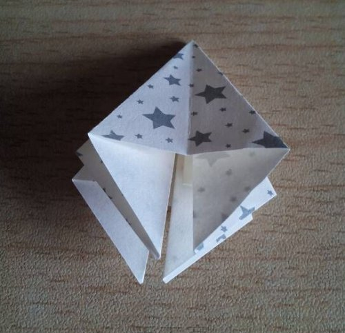 折纸百合花步骤图解-简约美丽百合花 图片5