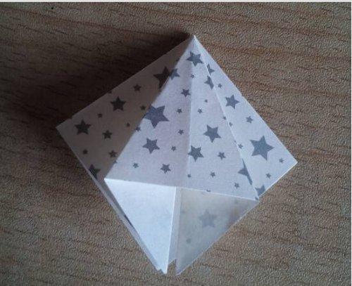 折纸百合花步骤图解-简约美丽百合花 图片3